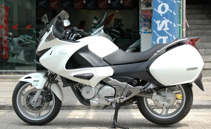 本田Deauville700摩托车价格    2400元