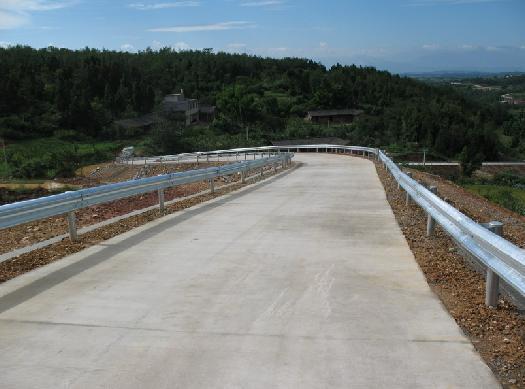 贵阳波形护栏厂家,波形梁护栏价格,波形护栏板