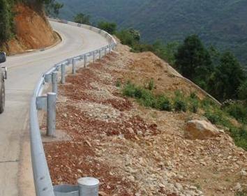 波形护栏板乡村路波形护栏价格波形护栏生产厂家,公路波形梁护栏