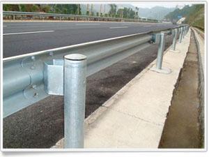 那家公司专业生产公路波形防护网啊