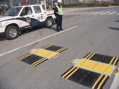 交通部推荐品牌 润鑫无线汽车称重仪超限检测仪超重汽车检测称。