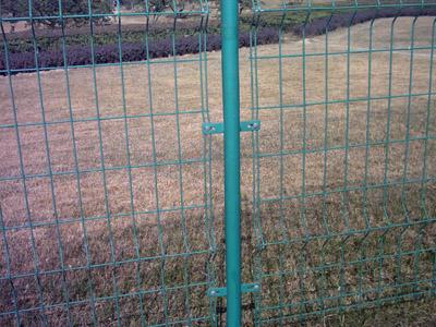 厂家供应铁路护栏网 桃形柱防护网 工厂围栏