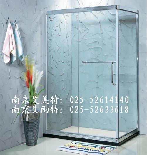 按款式分转角形淋浴房,一字形浴屏,圆弧形淋浴房等;按底盘的形状分