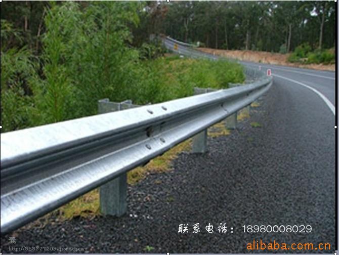 四川波形护栏/公路安全护栏/二波护栏