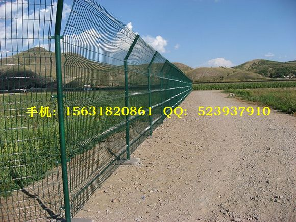 铁网围栏、镀锌铁网围栏、浸塑铁网围栏