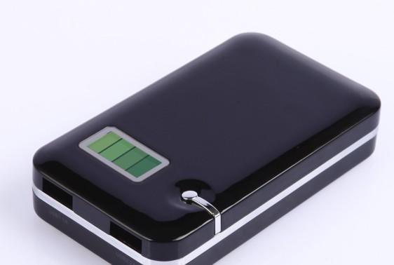 多功能行动电源 移动电源充电宝 双USB输出 冷光环保版手机电池