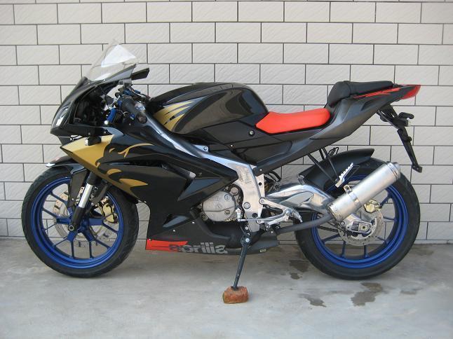 阿普利亚125摩托车跑车