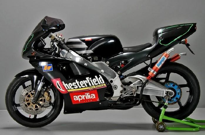 阿普利亚RS250摩托车跑车