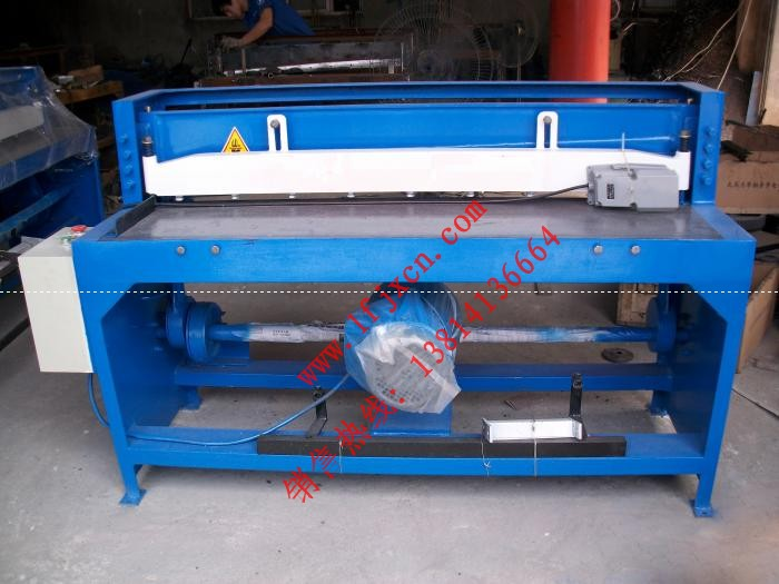供应Q11-2*1300电动剪板机价格 彩钢板电动剪板机