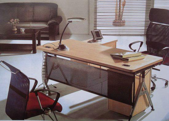 中央空调,套房家具,各种灶台,厨房设备,案板,金属设备 餐桌椅,沙发