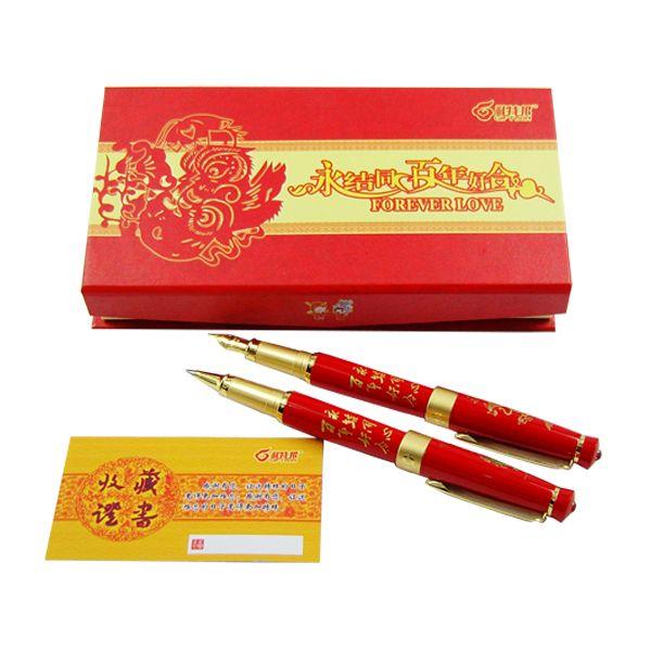 中国红瓷龙凤对笔