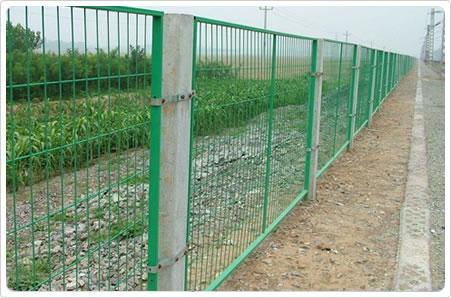 山东青岛聊城公路护栏网隔离栅_铁路护栏网隔离栅