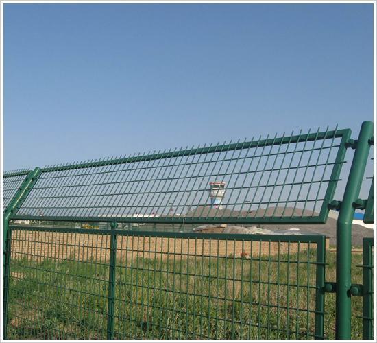 铁丝护栏网、护栏网数量、护栏网广告
