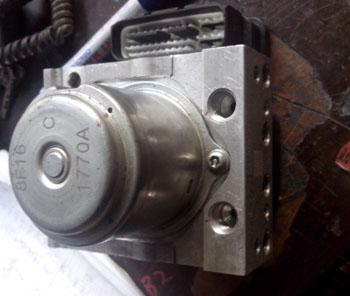 8代雅阁2.4ABS泵 波箱电磁阀 进气支管 前桥 机盖 叶子板