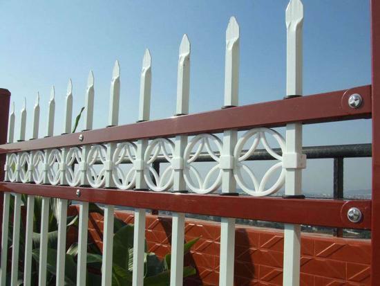 铁艺护栏网、钢格板、铁艺围栏