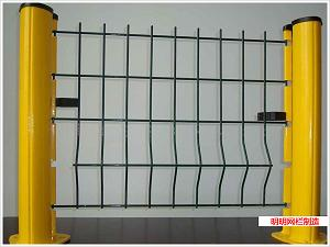 三角折弯护栏网、护栏网供应、护栏网供应商