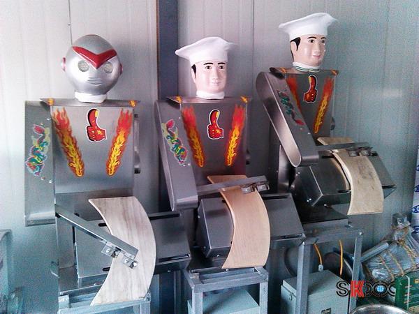 刀削面机器人工作12个小时耗电3度