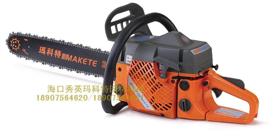 台湾玛科特大功率油锯 品牌:台湾玛科特 型号:650 功率:2.50KW 马力:3.40HP 导板:20寸导板,配置进口链条;切锯更加安全;锋利、高效 可调节式机油泵;使链条、导板得到更可靠的润滑 可靠的C.D.I点火装置 减震系统,使你在锯切工作中舒适、省力 低反弹链刹系统 超级易启动结构、启动阻力可以降低40% 适合:半专业或专业以上使用 磨合期10小时以内 20:1 磨合期10小时以外 35:1 汽油链锯使用注意事项: 1 使用链锯前必须熟读说明书,严格按照说明书的要求进行操作,以保证产品的使用安全