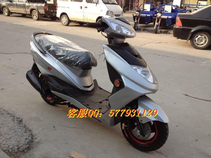 特价出售新款雅马哈迅鹰125踏板车