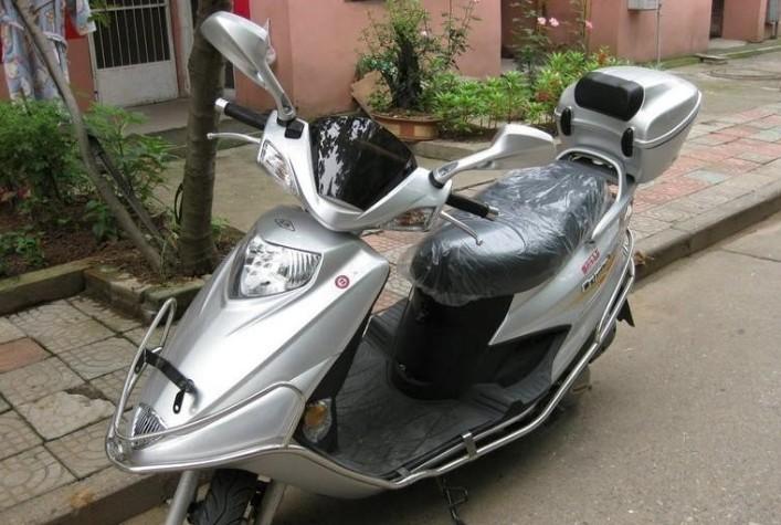 豪爵铃木银巨星踏板摩托车价格