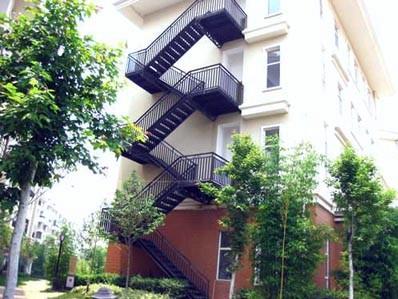 钢结构外挂楼梯