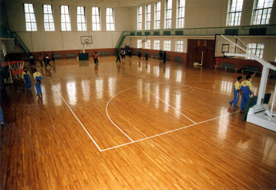 济南华兴体育承接体育场馆运动木地板铺设