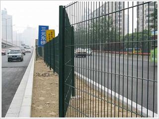 厂家直销公路护栏网、隔离栅,荷兰网