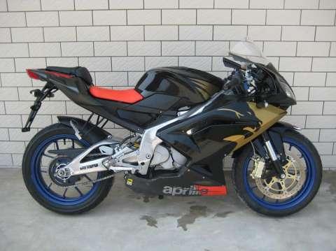 阿普利亚rs125摩托车