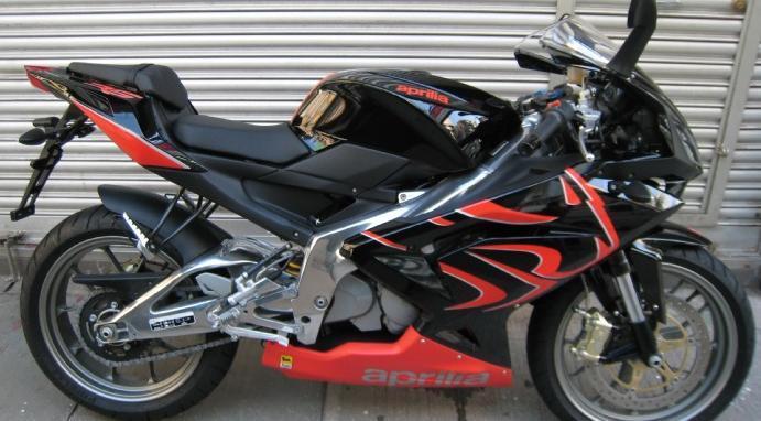 全新阿普利亚rs125摩托车跑车出售
