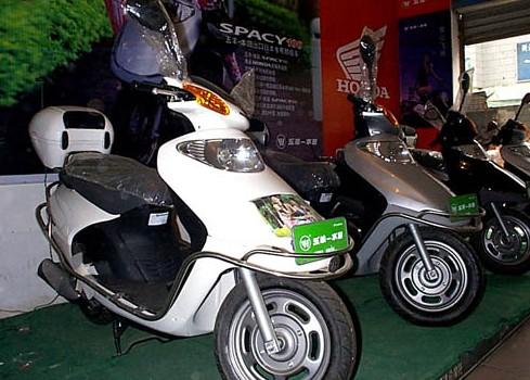 五羊-本田新优悦WH110T-2踏板摩托车