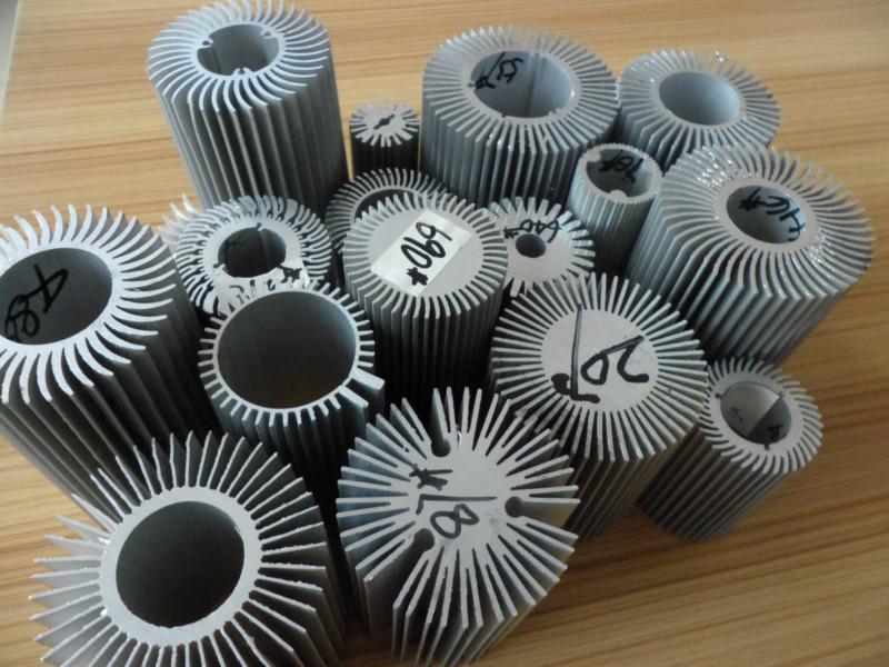 散热器/电子散热器/太阳花散热器/工业铝型材/铝制散热器