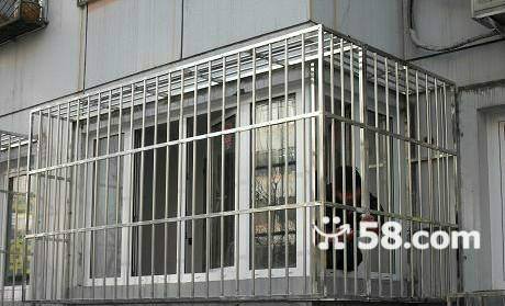 北京西城区定做防盗门防盗栏安装阳台不锈钢防盗窗护栏安装防护网