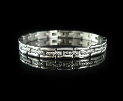 深圳加工灰钛狼抗疲劳钛手链  钛手链来图来样加工订制