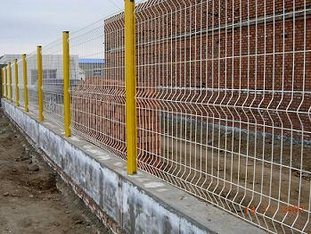 三角折弯护栏网、护栏网投诉、护栏网建议