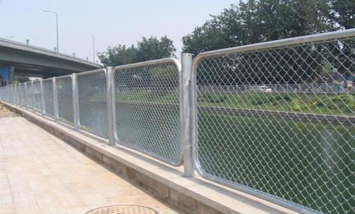 勾花护栏网、护栏网规格、护栏网质量