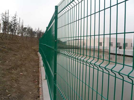 双边丝护栏网、护栏网定做、护栏网定制