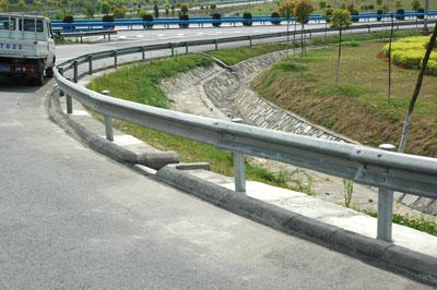 省道护栏板成套护栏合到一米多少钱
