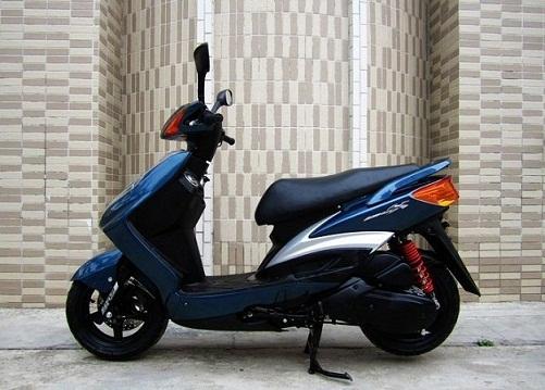 雅马哈劲战125 轻型踏板车 踏板摩托车价格