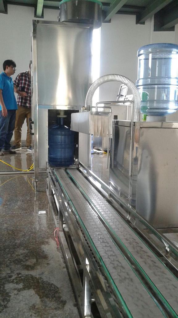 云南矿泉水生产灌装机打包机套标机喷码机吹瓶机厂家
