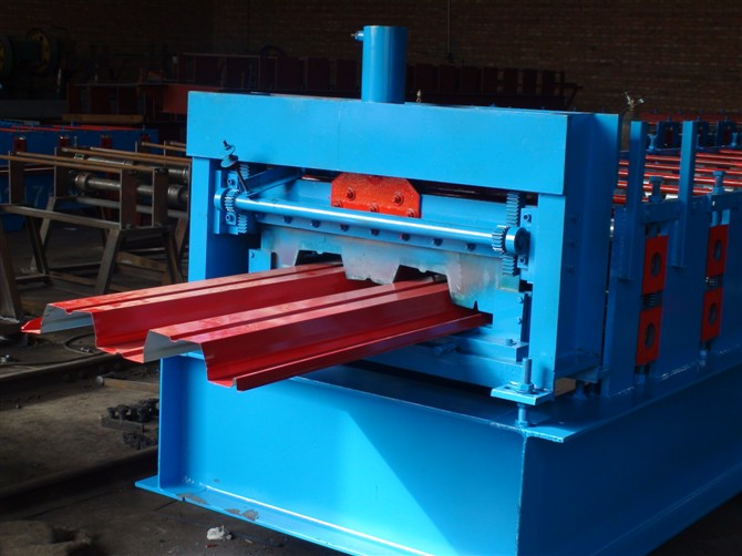 688型楼承板设备