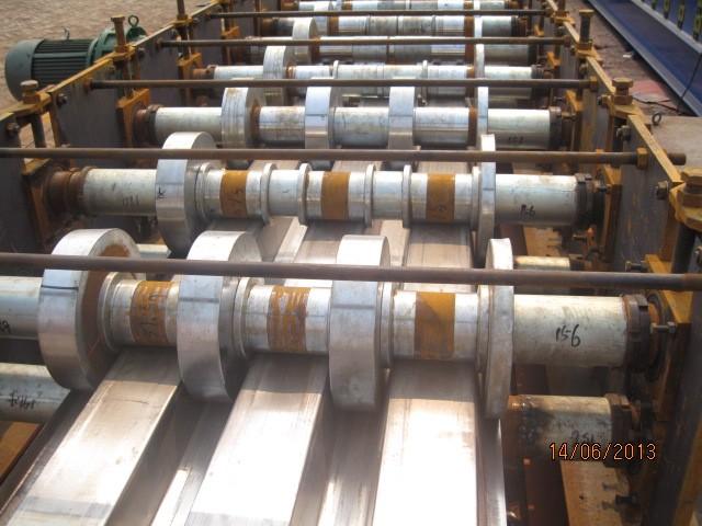 600型楼承板设备