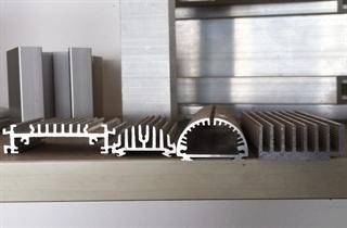 暖气片散热器太阳花散热器生产厂家直销
