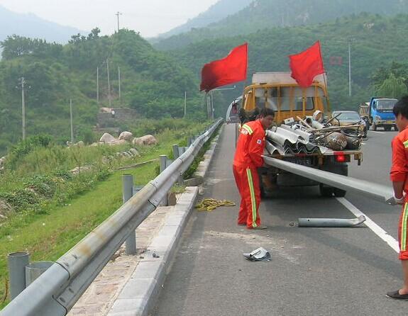 南宁公路波形护栏价格,红昌科技护栏安装施工