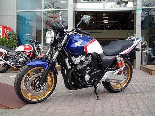 低价出售进口本田CB400摩托车