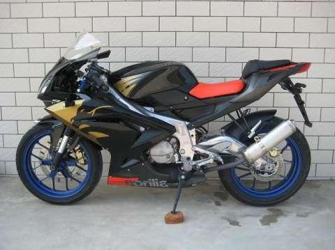 供应阿普利亚rs125摩托车厂家