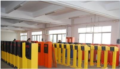 供应广州折臂道闸设备,IC停车场系统价格,车辆检测器批发,品质保