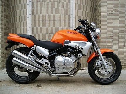 雅马哈海豚250摩托车跑车