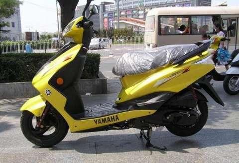 低价出售进口雅马哈迅鹰125摩托车
