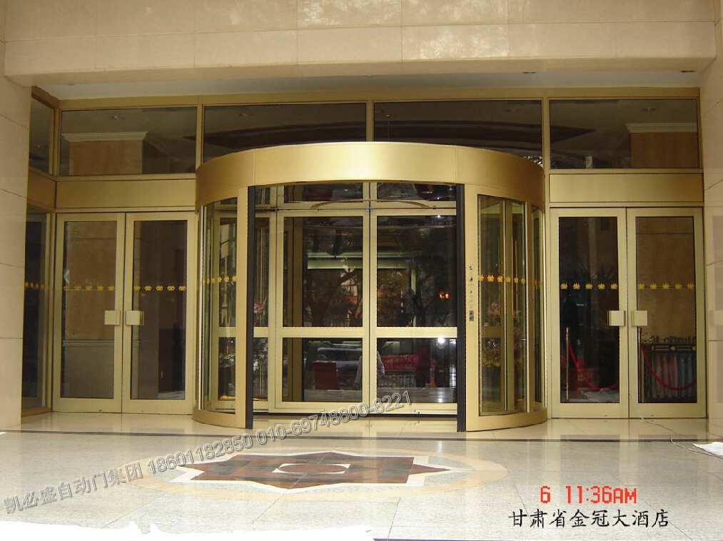 凯必盛自动门 面向全国销售,现已销售70多个国家及地区,国内各个省市匀有凯必盛产品成功案例。 凯必盛位居亚洲大自动门厂家,目前在国内拥有北京,沈阳,宁波三大现代化制造基地。其经典案例遍布全国各个省市。 其经典案例包括:首都机场、上海世博会、上海梅江会展中心、伦敦碎片大厦、智利高楼、俄罗斯喀山宜家购物广场、日本伊藤建筑朱式会社、乌克兰家洲际五星级酒店。 其产品包括:自动门、旋转门、感应门、平移门、医用门(气密门,防辐射门,病房门)、轨道交通门(地铁半高门 屏蔽门 自动屏蔽门)等门型。 产品简介: KA220