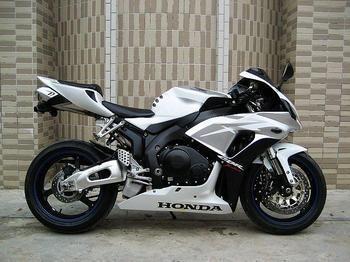 出售本田CBR1000RR摩托车跑车